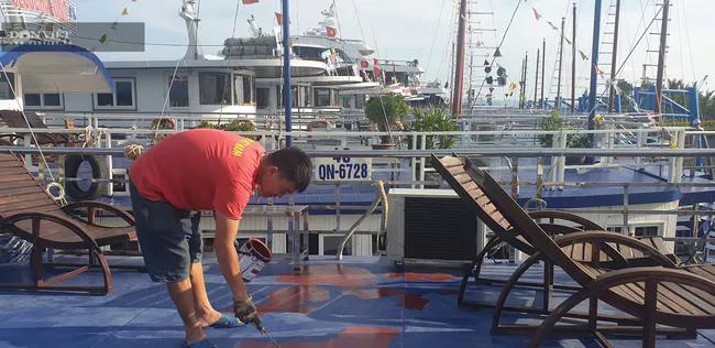 Đóng cửa vịnh Hạ Long: Những con tàu triệu đô tiếp tục mắc cạn - Ảnh 4.