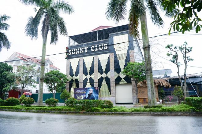 4 em học cùng lớp 12 ở Gia Lâm dương tính SARS-CoV-2; Công an điều tra clip nóng được cho là ở quán bar Sunny - Ảnh 1.