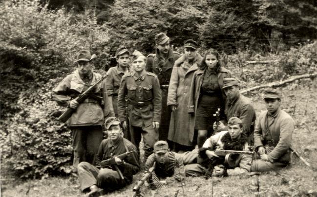 Cuộc chiến của Ukraine với Ngày Chiến thắng: Cố bắn vào quá khứ bằng súng lục? - Ảnh 2.