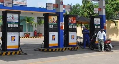 Bán dầu pha lẫn nước lã cho khách, Petrolimex đình chỉ cửa hàng trưởng - Ảnh 1.