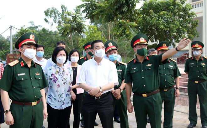 35 F1 thành F0 trong một ngày ở Hà Nội: Khu cách ly xấp xỉ 14 người/phòng - Ảnh 1.