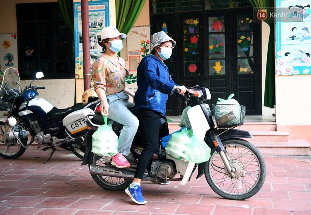 Ảnh: Những shipper 0đ dưới nắng nóng cháy da cháy thịt trong tâm dịch Thuận Thành, Bắc Ninh - Ảnh 15.
