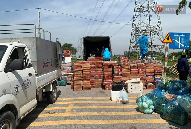 Ảnh: Những shipper 0đ dưới nắng nóng cháy da cháy thịt trong tâm dịch Thuận Thành, Bắc Ninh - Ảnh 16.