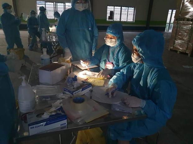 Trăng mật trong tâm dịch của vợ chồng bác sĩ trẻ ở Quảng Ninh - Ảnh 4.