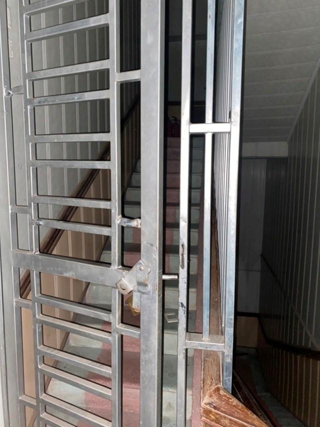 Bắt sới bạc ở Hà Tĩnh: Nhiều con bạc liều lĩnh nhảy từ tầng 3 khách sạn để chạy trốn - Ảnh 1.
