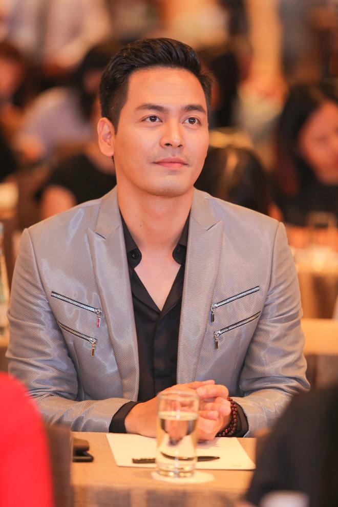 VTV lại réo tên Hoài Linh, Thủy Tiên, MC Phan Anh vì câu chuyện từ thiện, những tờ giấy A4 sao kê trở thành tâm điểm - Ảnh 6.