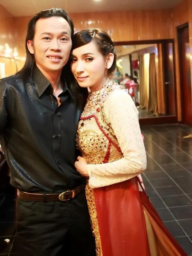 Sang tận nhà xin cưới và bí mật về mối quan hệ của Phi Nhung - Hoài Linh - Ảnh 1.