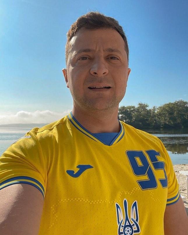 Phản ứng bất ngờ của ông Putin khi áo đấu Euro 2020 của Ukraine in hình bán đảo Crimea - Ảnh 3.
