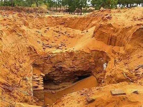 Ngôi mộ cổ kỳ lạ có đến 80 bộ hài cốt của kẻ ngoại lai: Khi tìm hiểu mới biết nguyên nhân thảm khốc đằng sau - Ảnh 1.