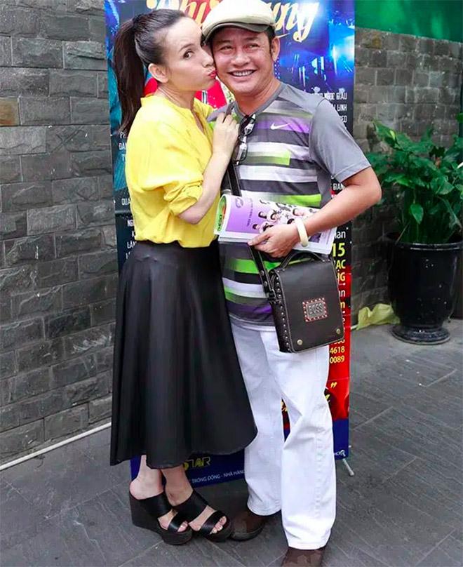 Đời tư kín tiếng nhưng Phi Nhung lại rất thoải mái ôm hôn đồng nghiệp nam - Ảnh 11.