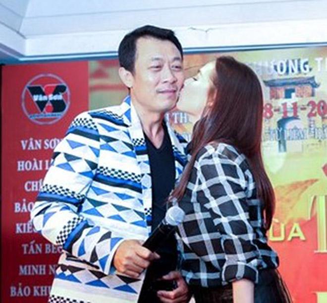 Đời tư kín tiếng nhưng Phi Nhung lại rất thoải mái ôm hôn đồng nghiệp nam - Ảnh 6.