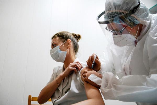 5 KHÔNG để giảm tác dụng phụ khi tiêm vắc xin Covid-19, cách phát huy tác dụng của vắc xin - Ảnh 1.