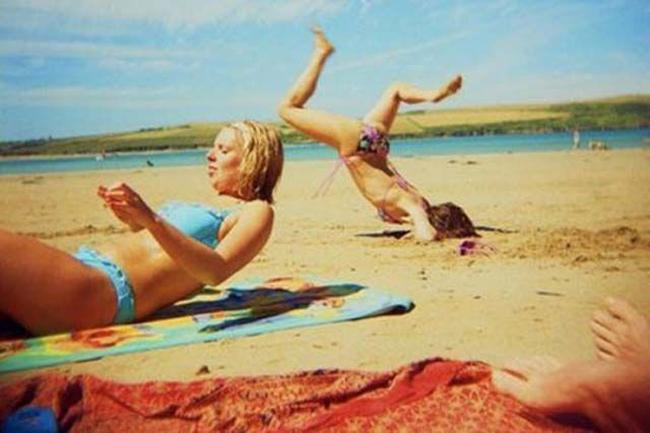 Giật mình khi vô tình bắt gặp hình ảnh oái oăm trên bãi biển - Ảnh 1.