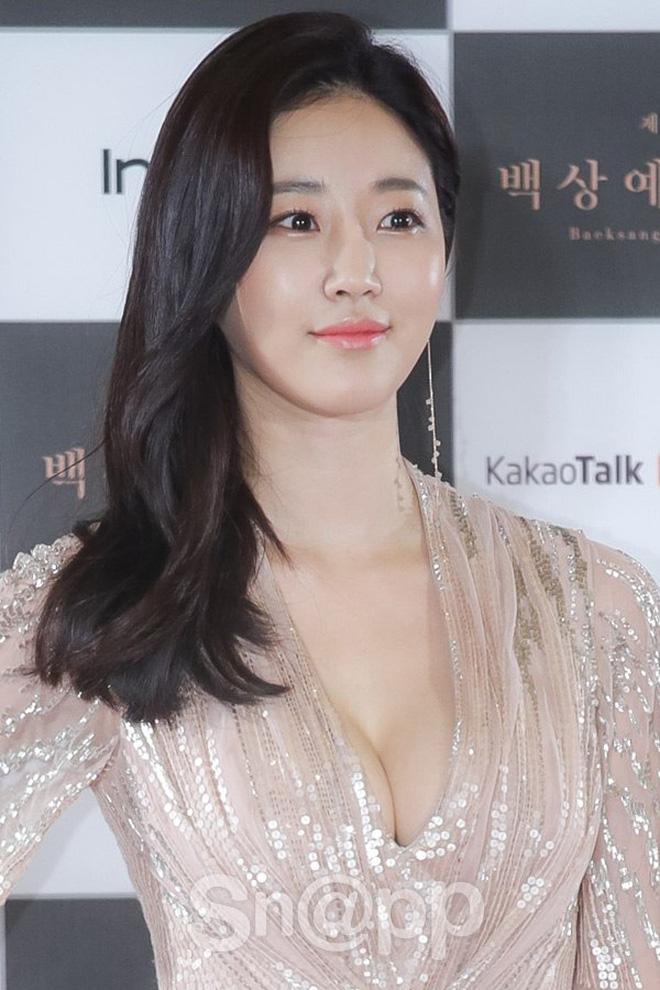 """""""Mợ út tài phiệt của Mine"""" Lee Bo Young: Hoa hậu bị gán mác tiểu tam, cự tuyệt tài tử Ji Sung rồi lại cùng chàng có kết đẹp như cổ tích - ảnh 3"""