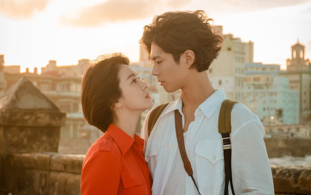 Tuyển tập phốt chấn động của Song Hye Kyo: Từ đại gia bao nuôi đến ngoại tình với bạn của chồng, sốc nhất lần cúi gập xin lỗi - Ảnh 3.