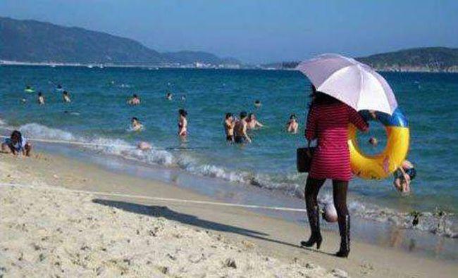 Giật mình khi vô tình bắt gặp hình ảnh oái oăm trên bãi biển - Ảnh 3.