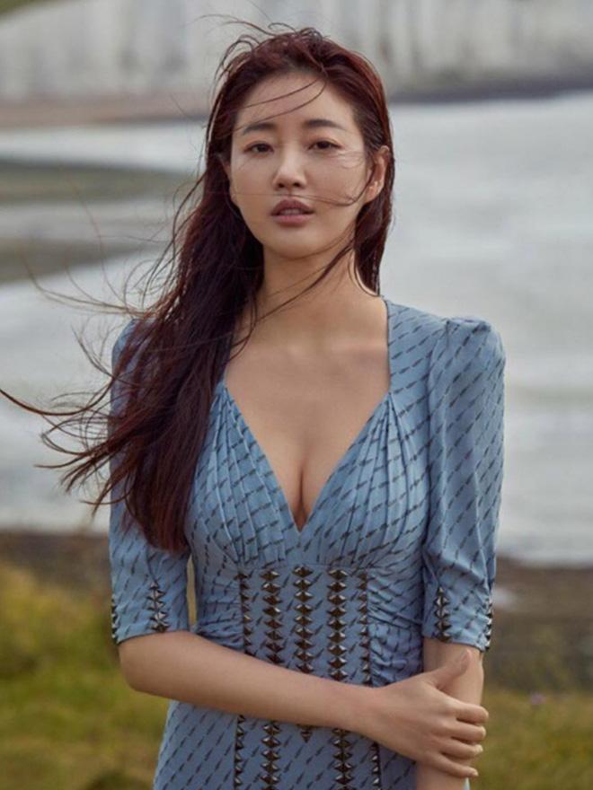 """""""Mợ út tài phiệt của Mine"""" Lee Bo Young: Hoa hậu bị gán mác tiểu tam, cự tuyệt tài tử Ji Sung rồi lại cùng chàng có kết đẹp như cổ tích - ảnh 4"""