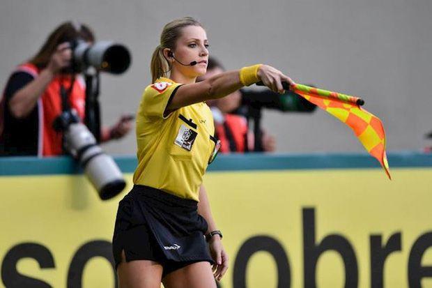 Nữ trọng tài xinh đẹp bất ngờ đăng ảnh góp mặt trong trận đấu Việt Nam vs Malaysia - Ảnh 2.