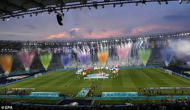 CHÙM ẢNH: Lễ khai mạc EURO 2020 rực rỡ và hiện đại - Ảnh 3.