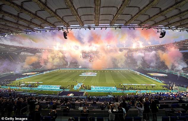 CHÙM ẢNH: Lễ khai mạc EURO 2020 rực rỡ và hiện đại - Ảnh 8.