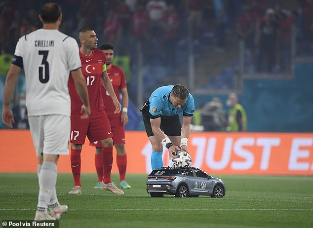 CHÙM ẢNH: Lễ khai mạc EURO 2020 rực rỡ và hiện đại - Ảnh 9.