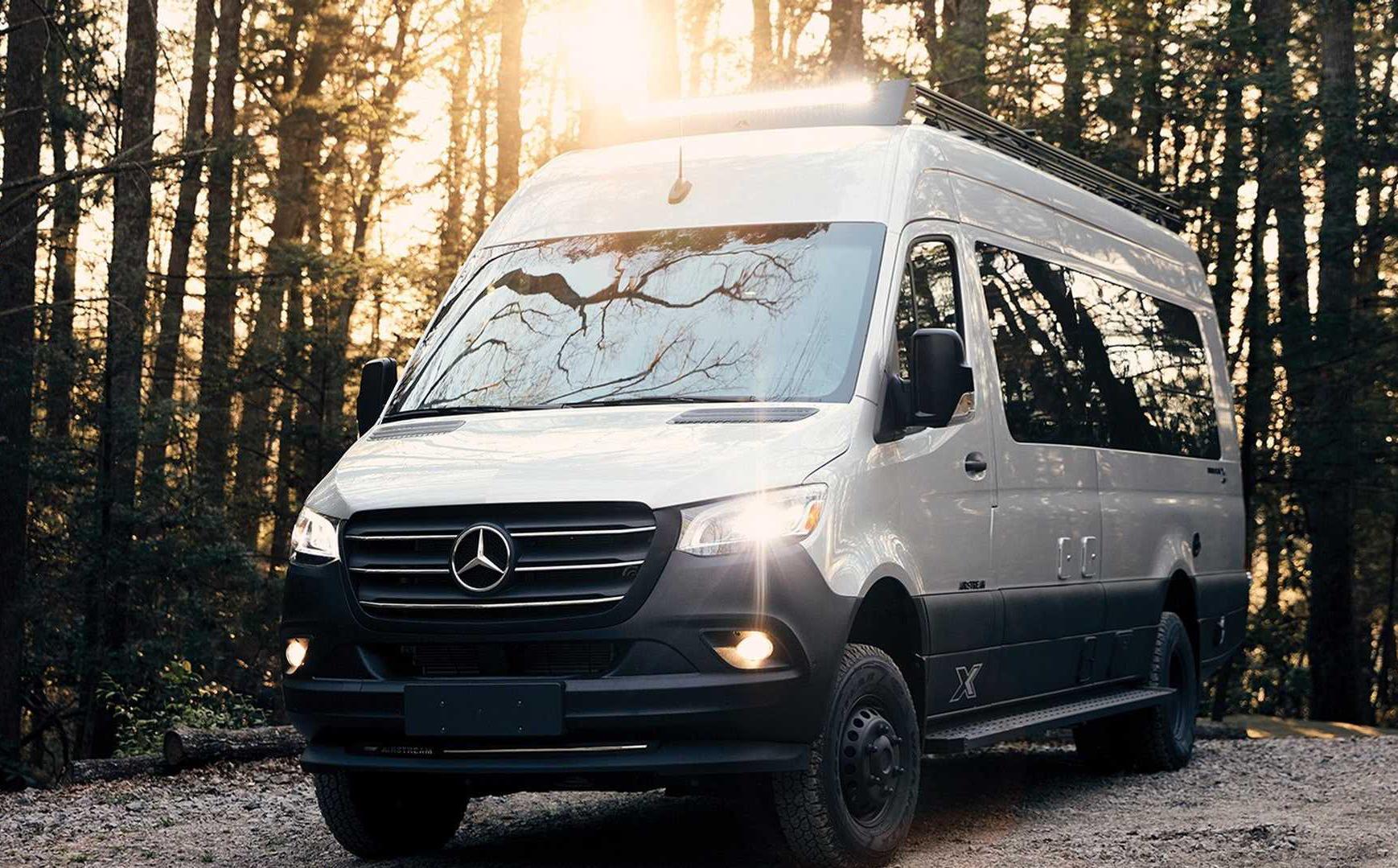 Mercedes-Benz Sprinter 3500 hóa thành