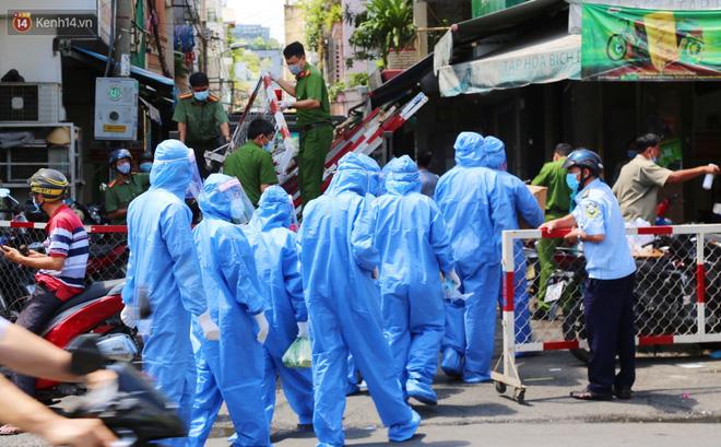 TP HCM: Hỏa tốc yêu cầu toàn bộ nhân viên y tế thành phố hạn chế tiếp xúc người khác sau giờ làm, tạm phong tỏa BV Bệnh nhiệt đới