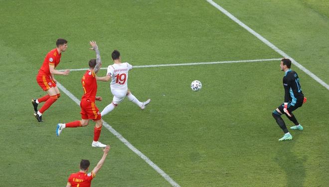 Thủ môn Thụy Sĩ cứu thua như Tấn Trường, Gareth Bale hú vía trong ngày ra quân ở Euro 2020 - Ảnh 6.