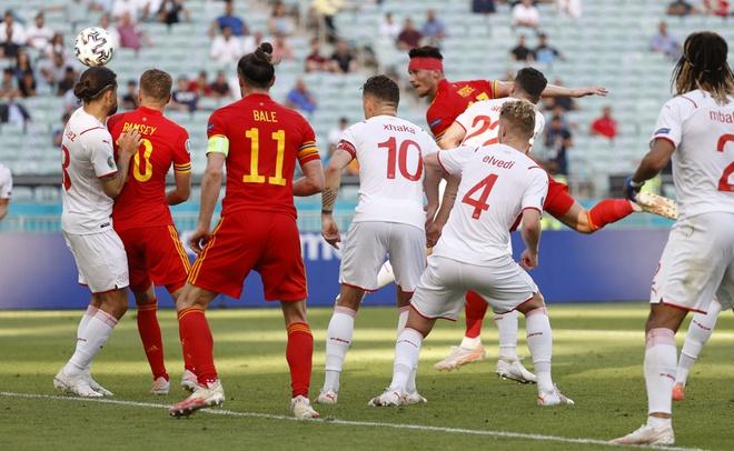 Thủ môn Thụy Sĩ cứu thua như Tấn Trường, Gareth Bale hú vía trong ngày ra quân ở Euro 2020 - Ảnh 4.
