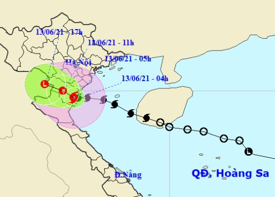 Bão số 2 giật cấp 10 đã đổ bộ, từ Thanh Hóa đến Quảng Bình mưa rất to - Ảnh 1.