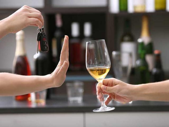 Không hề uống một giọt rượu bia, nữ tài xế vẫn bị cảnh sát phát hiện nồng độ cồn trong hơi thở vì ăn thứ này sau khi uống nước ngọt - Ảnh 2.