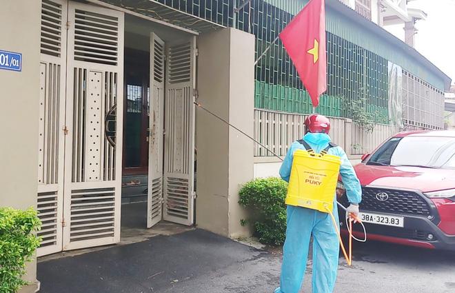 Một bệnh nhân ở Gò Vấp lây cho hơn 90 người khác; 53 nhân viên của Bệnh viện Bệnh nhiệt đới TP.HCM nhiễm Covid-19 - Ảnh 1.