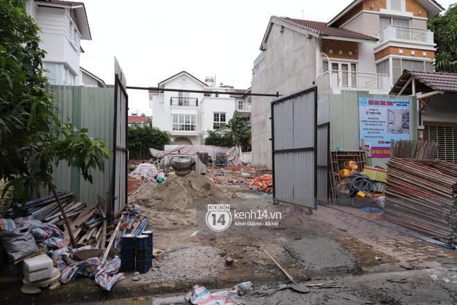 Trực tiếp thăm biệt thự của Thuỷ Tiên giữa ồn ào: Đã đập đi hoàn toàn để xây mới, công trình che kín, thông tin chủ đầu tư gây chú ý - Ảnh 5.