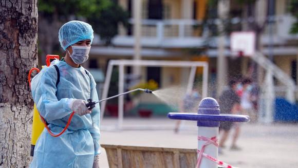 Thủng ngay từ nhân viên bệnh viện: Bài học sâu sắc rút ra từ trường hợp Bệnh viện Bệnh Nhiệt đới TP HCM bị phong toả - Ảnh 2.