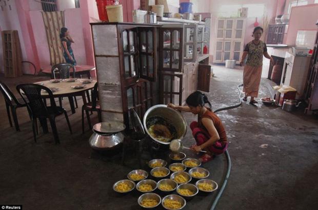 Giáo chủ đa thê phái khét tiếng Ấn Độ có 39 bà vợ và 94 đứa con đã qua đời ở tuổi 76 - Ảnh 5.