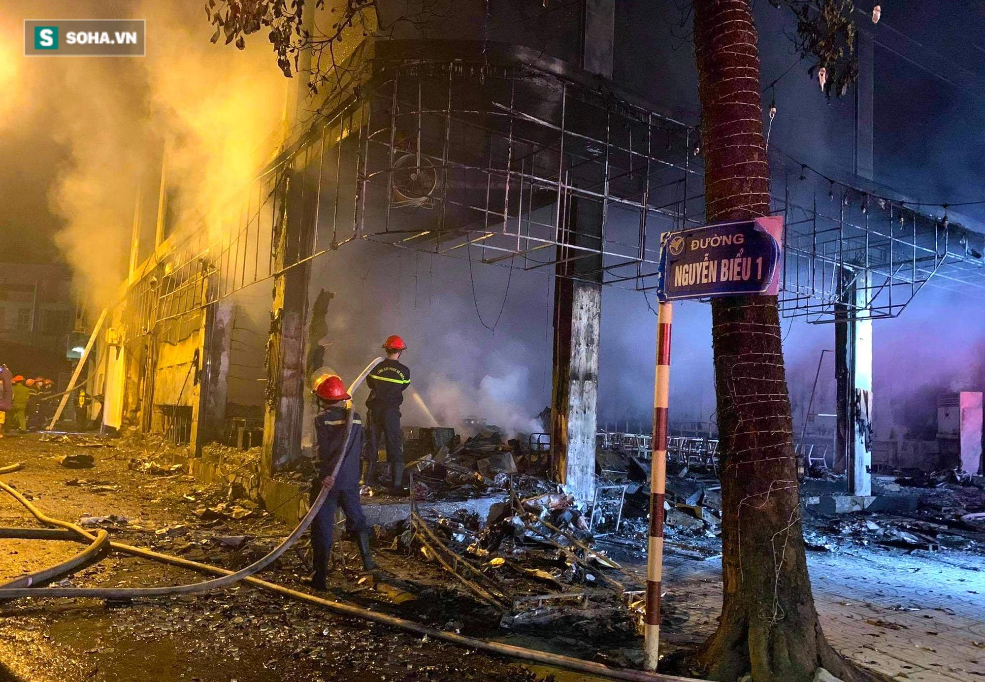 Cận cảnh hiện trường bên trong phòng trà bị cháy khiến 6 người tử vong ở Nghệ An - Ảnh 2.