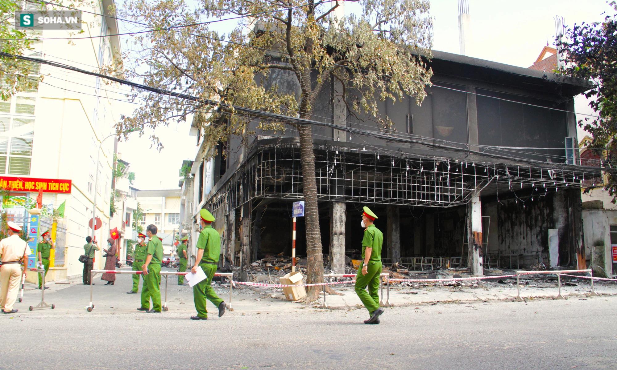 Cận cảnh hiện trường bên trong phòng trà bị cháy khiến 6 người tử vong ở Nghệ An - Ảnh 4.