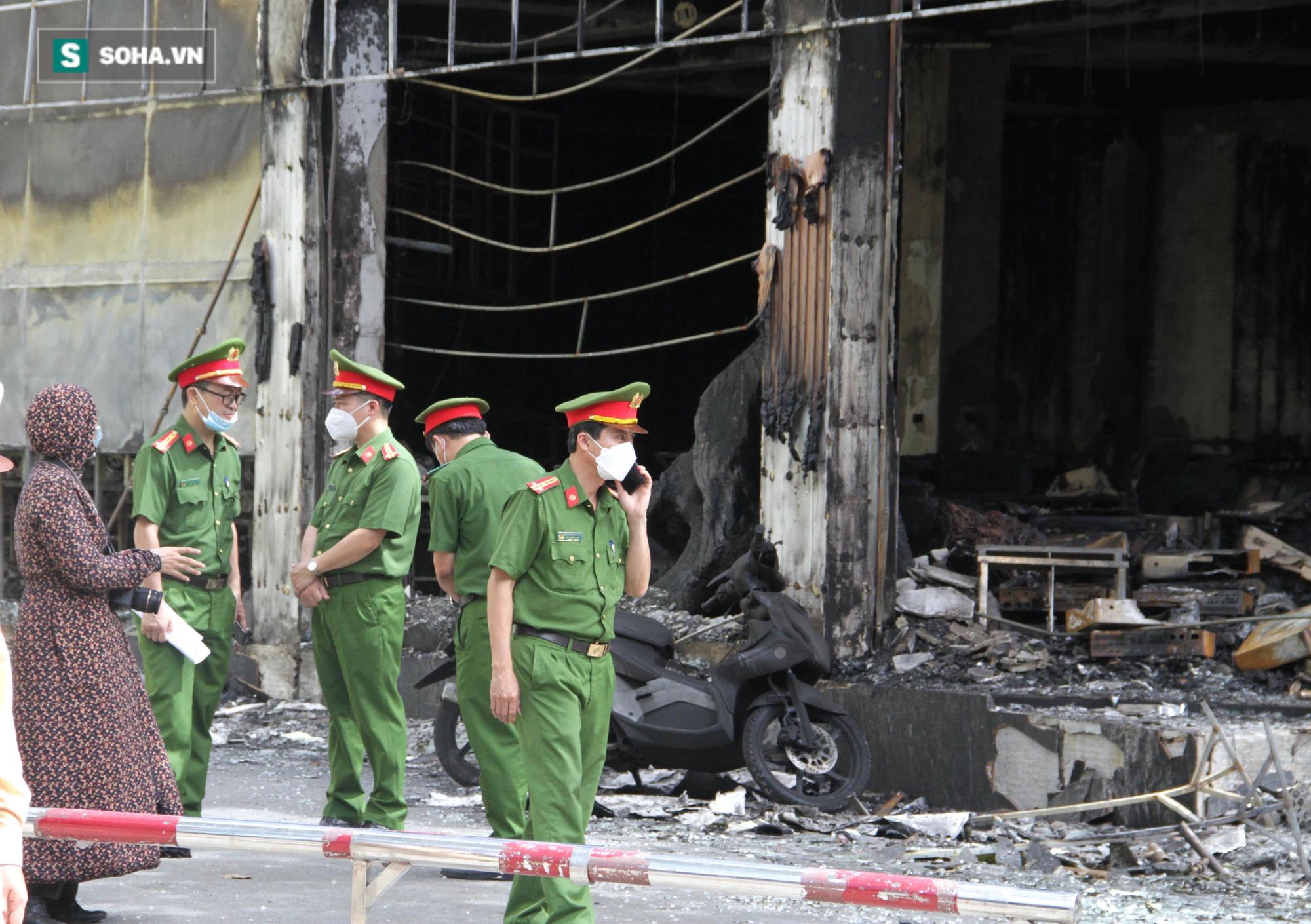 Cận cảnh hiện trường bên trong phòng trà bị cháy khiến 6 người tử vong ở Nghệ An - Ảnh 6.