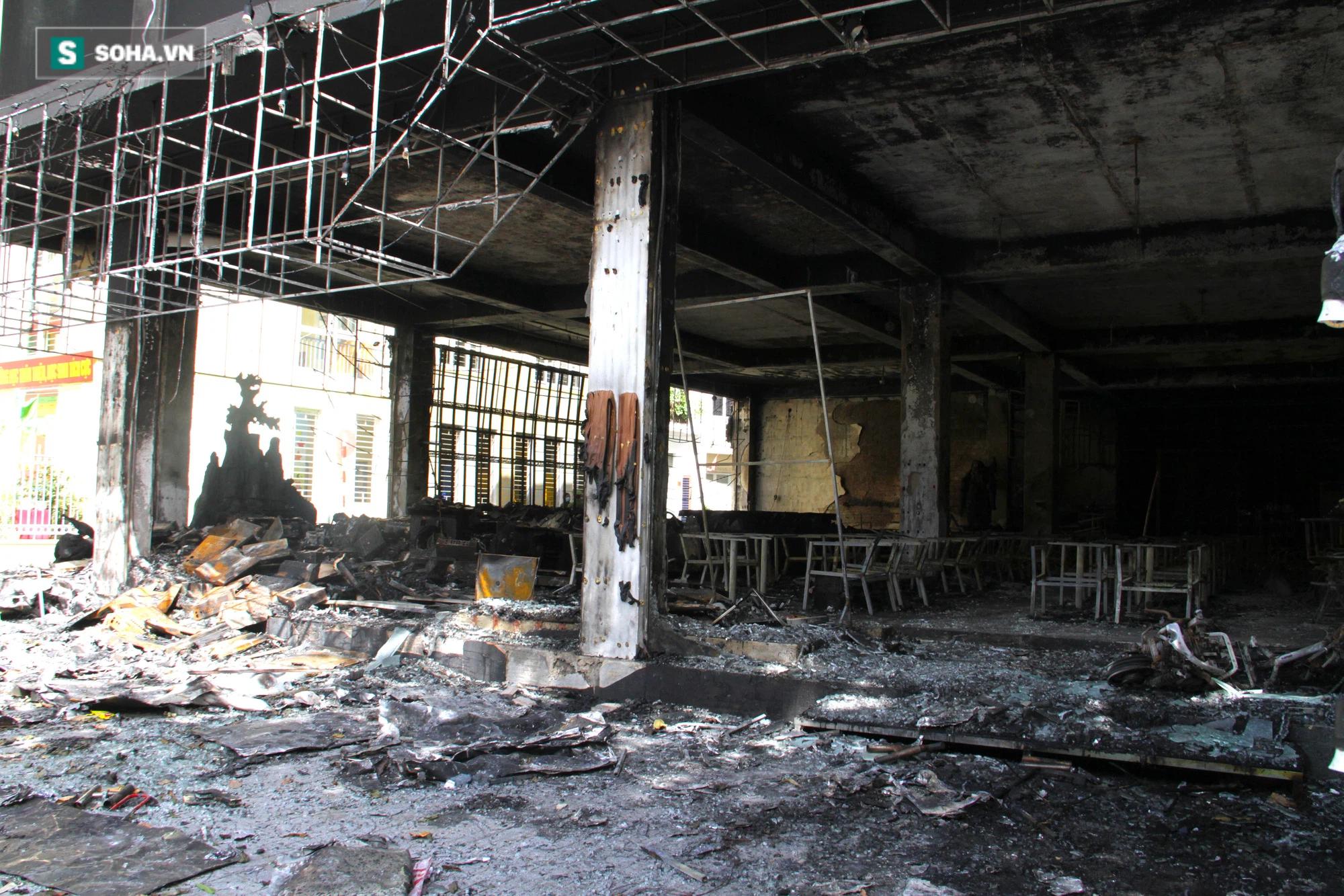 Cận cảnh hiện trường bên trong phòng trà bị cháy khiến 6 người tử vong ở Nghệ An - Ảnh 10.