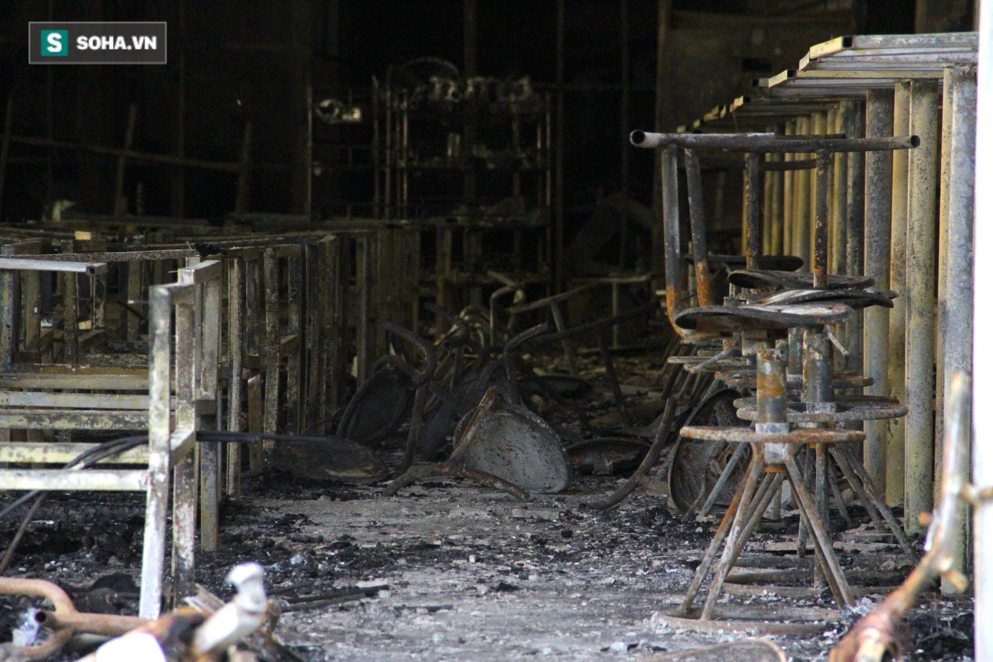 Cận cảnh hiện trường bên trong phòng trà bị cháy khiến 6 người tử vong ở Nghệ An - Ảnh 11.