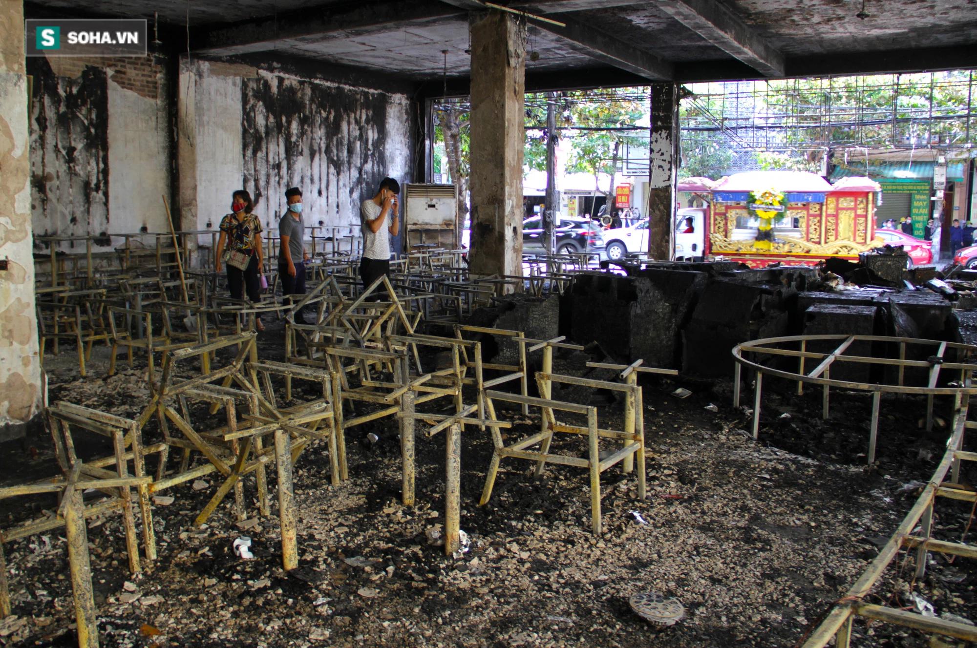 Cận cảnh hiện trường bên trong phòng trà bị cháy khiến 6 người tử vong ở Nghệ An - Ảnh 13.