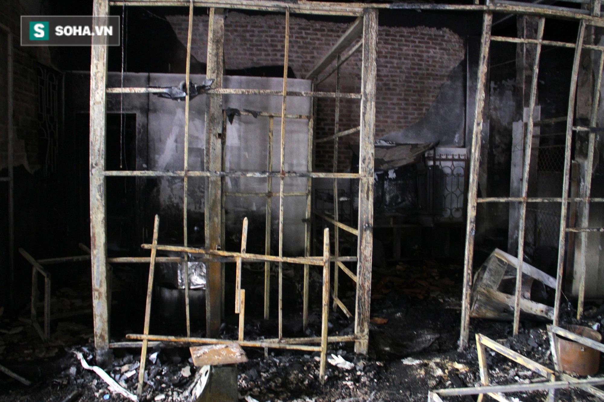 Cận cảnh hiện trường bên trong phòng trà bị cháy khiến 6 người tử vong ở Nghệ An - Ảnh 16.