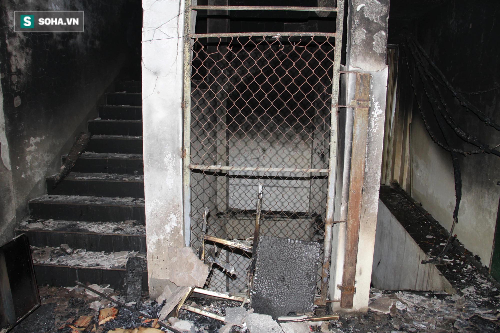Cận cảnh hiện trường bên trong phòng trà bị cháy khiến 6 người tử vong ở Nghệ An - Ảnh 23.