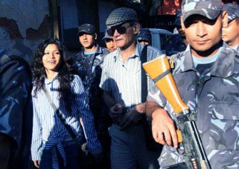 Cuộc đời ly kỳ của sát thủ gốc Việt Charles Sobhraj: Lưới trời lồng lộng - ảnh 2