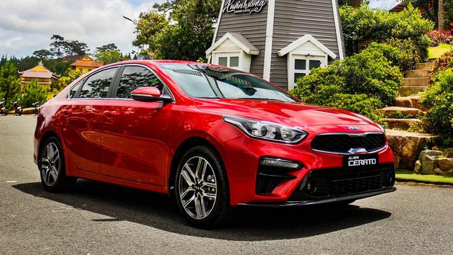 Kia, Mazda đồng loạt giảm giá nhiều xe hot tại Việt Nam: Cerato, CX-8 rẻ nhất phân khúc, Sorento ưu đãi mạnh cạnh tranh Santa Fe - Ảnh 1.