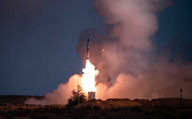 """Tấn công xé nát hai hệ thống tên lửa S-400: Mỹ muốn """"dằn mặt Nga qua tập trận? - Ảnh 1."""