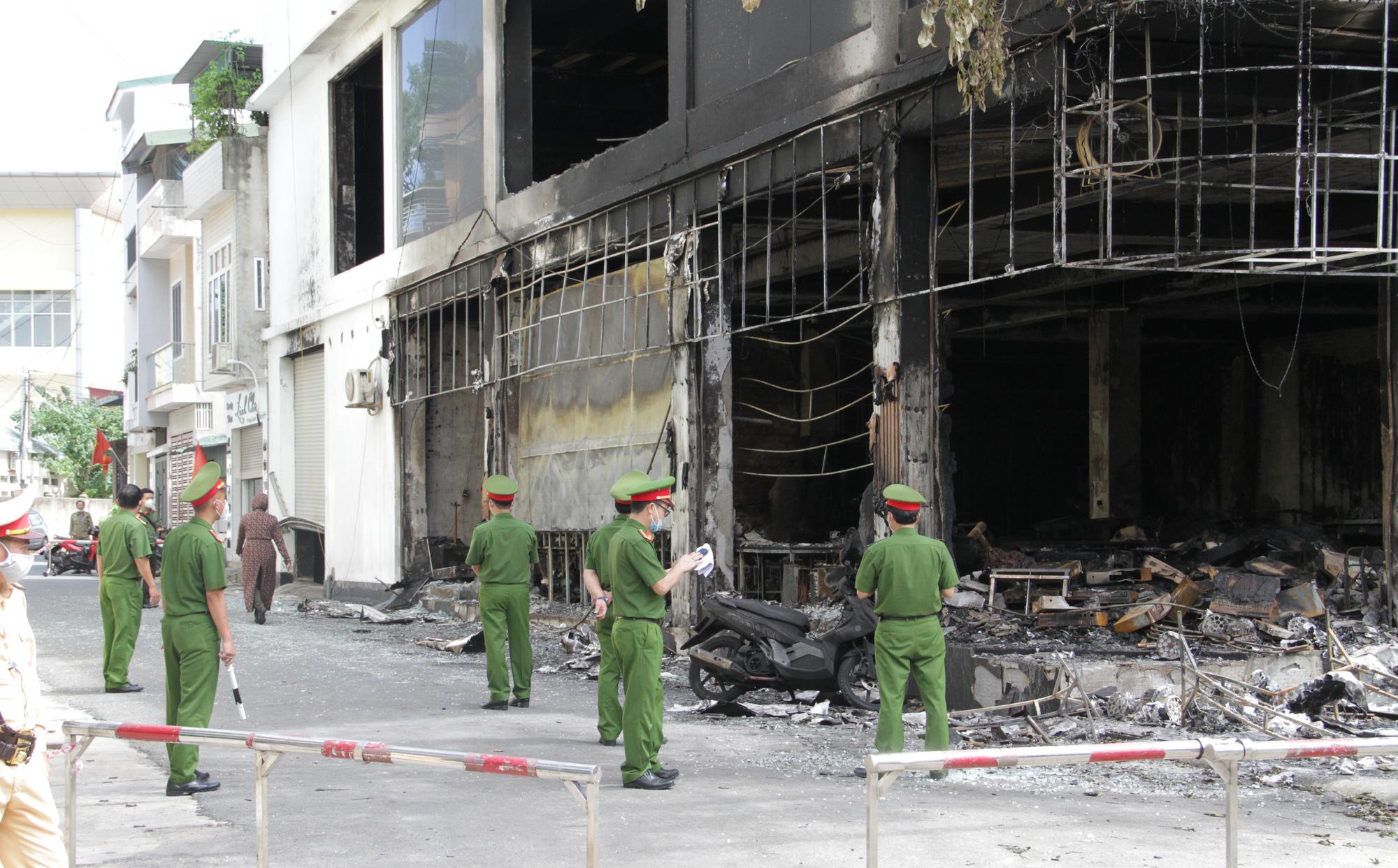 Vụ cháy 6 người chết ở Nghệ An xảy ra như thế nào qua lời kể của những nhân chứng đầu tiên tới hiện trường?