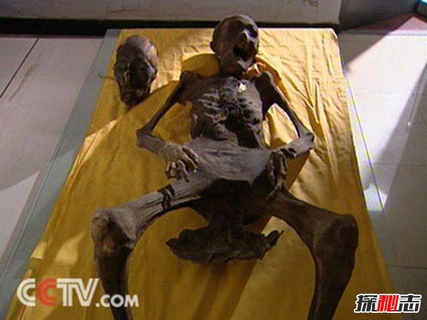 Thấy xác chết há hốc miệng khi khai quật lăng mộ, đội khảo cổ sợ hãi: Người này đã tỉnh dậy trong quan tài! - Ảnh 2.