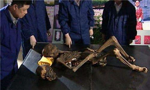 Thấy xác chết há hốc miệng khi khai quật lăng mộ, đội khảo cổ sợ hãi: Người này đã tỉnh dậy trong quan tài! - Ảnh 4.