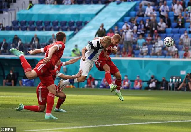 Euro 2020: Nga giành 3 điểm chật vật nhờ pha ghi bàn giống với siêu phẩm của Văn Thanh - Ảnh 1.